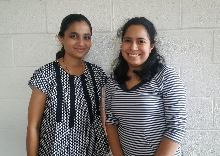 Seminar speaker Neha Potnis, left, and PPATH graduate student Emma Rosenthal. (Image: Nancy Wenner, Penn State)